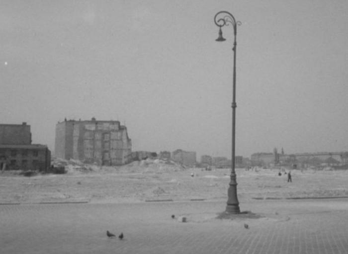 """""""Miasto na wyspach"""" – etiuda o odbudowie Warszawy, 1958 r."""